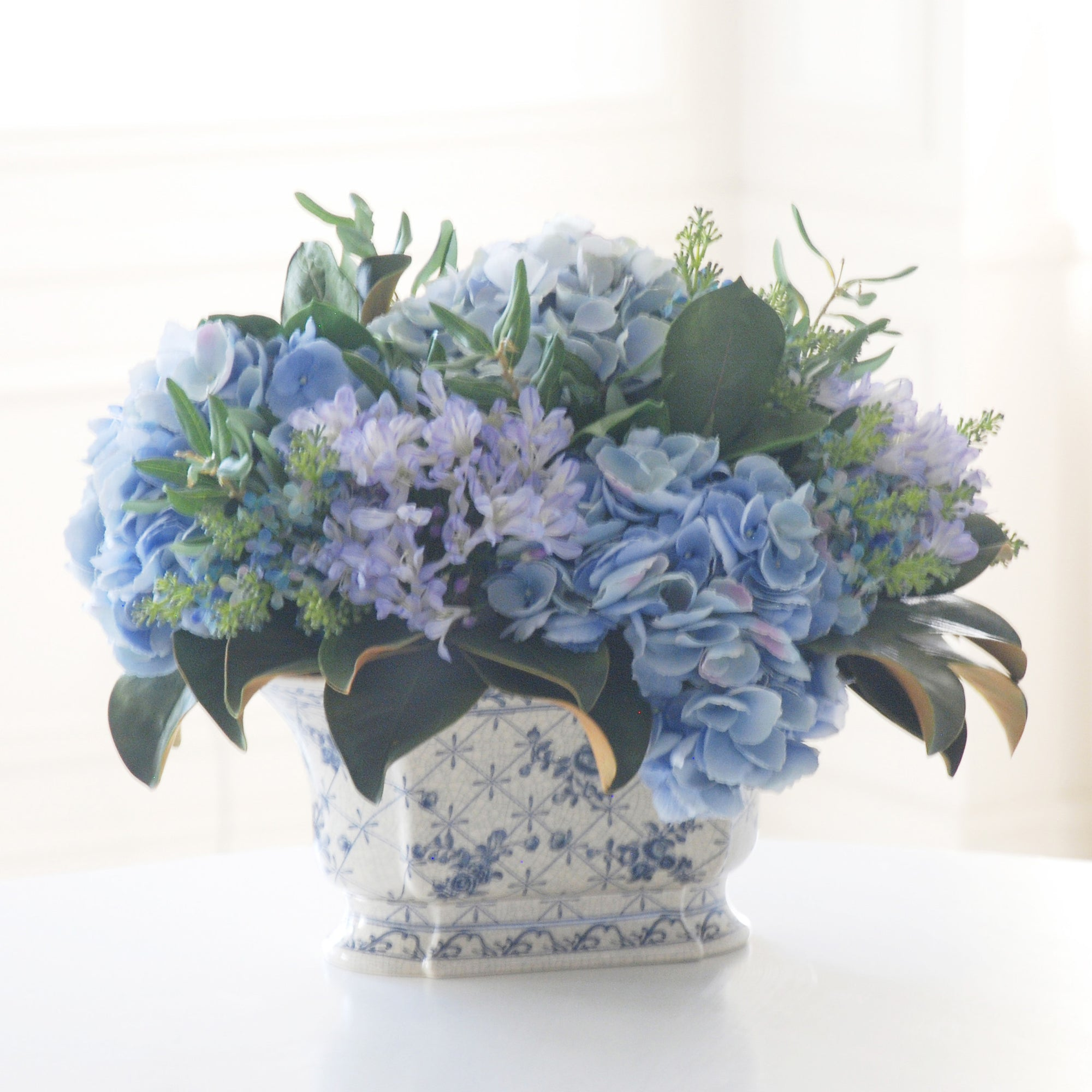 HYDRANGEA AND OLIVE LEAF CHINOISERIE (WHP91031-BL) - Winward Home faux floral arrangements