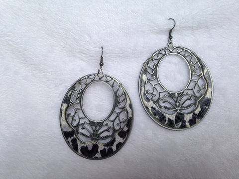 OVAL LEOPARD PRINT WITH FLORAL CUTOUT EARRING - All That Glitters