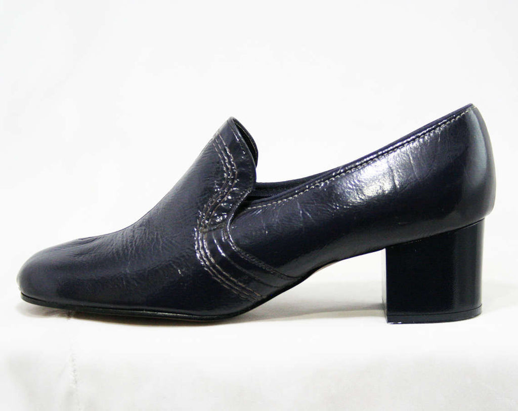 Never Worn Size 10 W 1960s Shoes - Slick Navy Blue Vinyl - Pumps - Top Stitching - 2 Inch Heel - Charm Step - 60s Deadstock - 43235-3