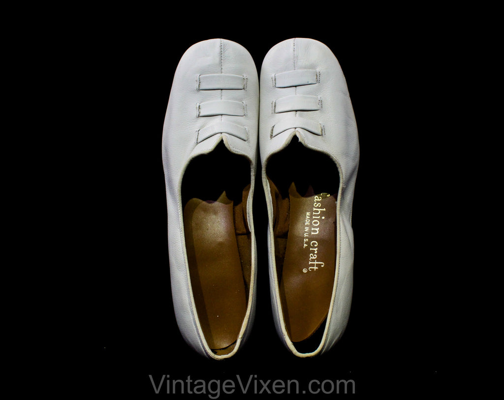 Never Worn Size 6 1960s Shoes - White Offwhite Leather Mod Go-Go Girl Pumps - Round Toe Nice Quality 60s Unworn Deadstock - 6C Wide Width