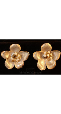 White Metal Flower Earrings - Spring Summer 1950s Jewelry - Rhinestone Stamens - Clip On - Mint Condition - Pretty 50s Clips - 34688