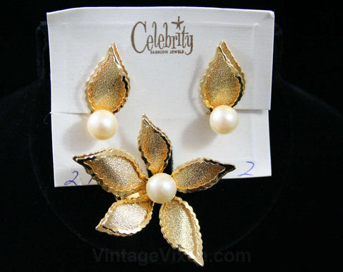 So 60s Daisy Pin & Earrings - 1960s Chic - Secretary Style - Five Petals Gold Color Metal - Faux Pearls - Mint Condition - Deadstock - 42462
