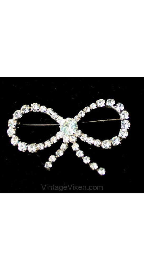 Charming Rhinestone Bow Pin - Silvertone 1950s Brooch - Glamour Starlet Silver Metal Charming Pin - Mint Condition - 1930s Look - 39052