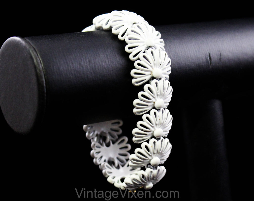 60s White Flowers Bracelet - Summer of Love 1960s Daisy Chain Enameled Metal Links - Hippie Sweet Daisies Floral Petals - Monet Clasp