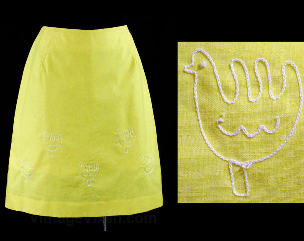 Size 10 Chickens Sport Skirt - Yellow Cotton & Chain Stitching - Folksy 60s Summer Casual Wear - Medium 1960s Preppy A-Line - Waist 29