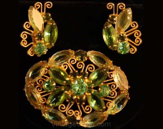 1950s Juliana Spring Green Rhinestone Pin Brooch and Earrings - Light Green Glass 50s 60s Demi Parure - Designer Delizza & Elster - 34523-1