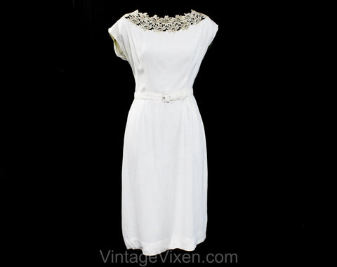Size 10 1950s White Dress - Petite Early 50s Linen Look Rayon Summer Sheath with Belt - Antique Style Floral Lace Scoop Neck - Waist 29