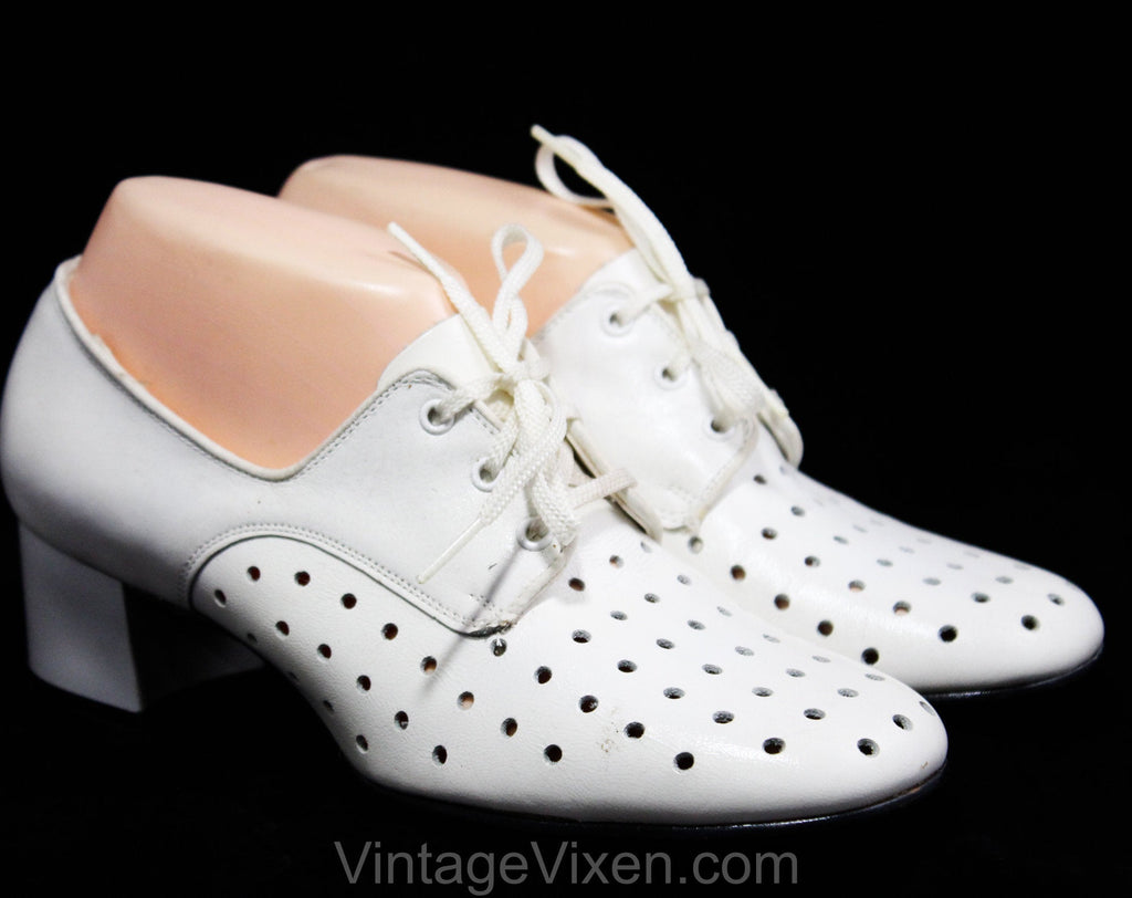 Never Worn Size 7 1/2 1960s Shoes - Off White Polka Dot Perforated Pumps - Deco 20s Inspired - Dotted Leather - 60s Deadstock 7.5 Wide Width