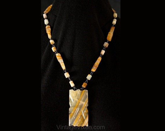 Hippie 1970s Tawny Striped Quartz Pendant Necklace - Orange Amber Beige Stone - 70s Artisan Look - South American Style - Primitive - 35665