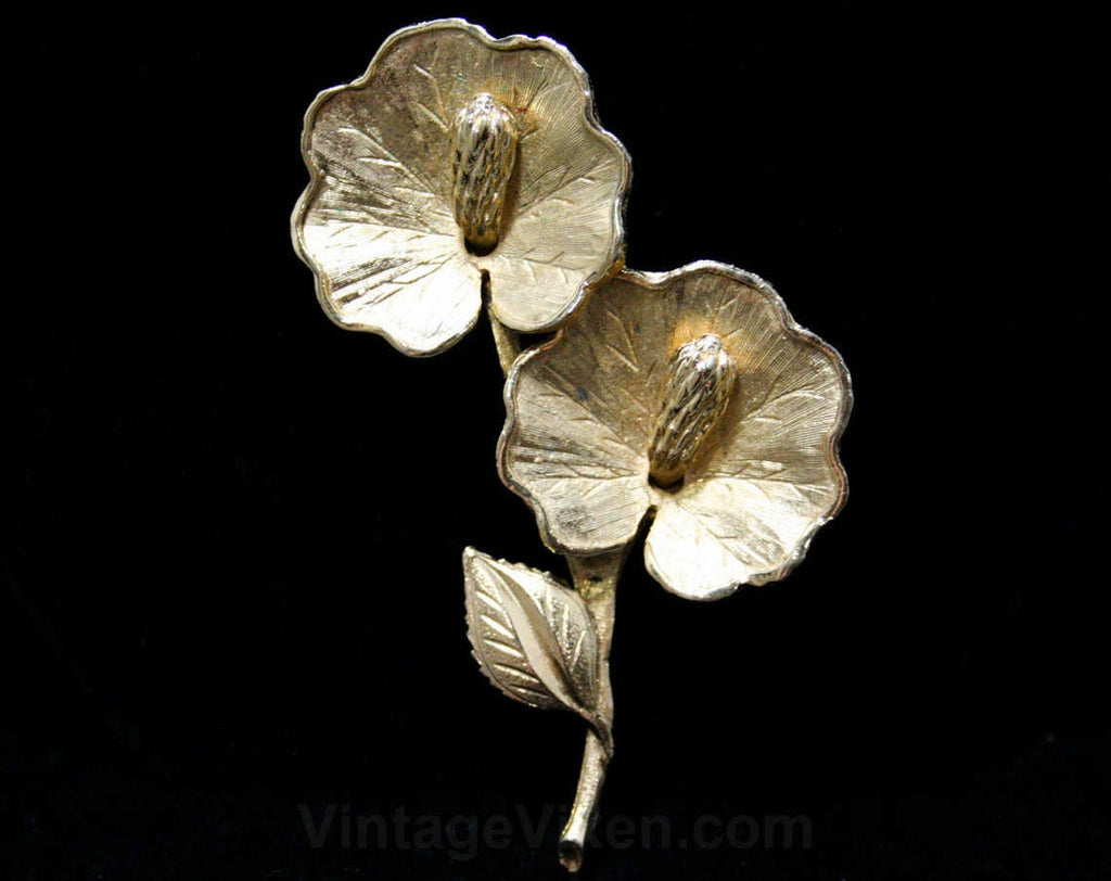 Exotic Lilypad Brooch - Goldtone Gold Metal Calla Lilies - 1950s 1960s Lapel Pin - Beautiful Textures - Lily Pads - Fantastical Flowers