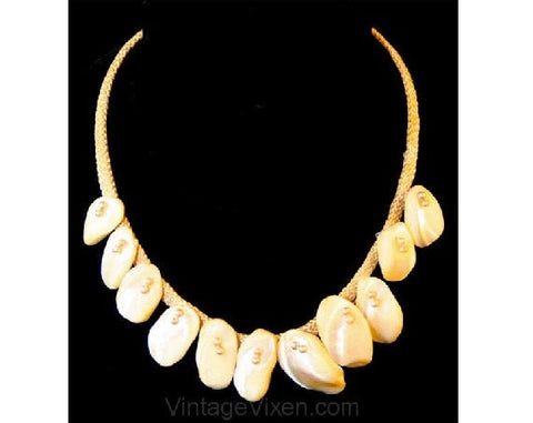 Vintage 50s Polished Shell Resort Necklace - Summer Beige 1950s Beach Jewelry - Handmade Rockabilly Casual Beachy - Artisan Style - 38413-1