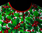 Size 14 Christmas Smock Apron - Red & Green Holly Berries Novelty Print - Large 60s Sleeveless Casual Kitchen Top - NOS Deadstock - Bust 44