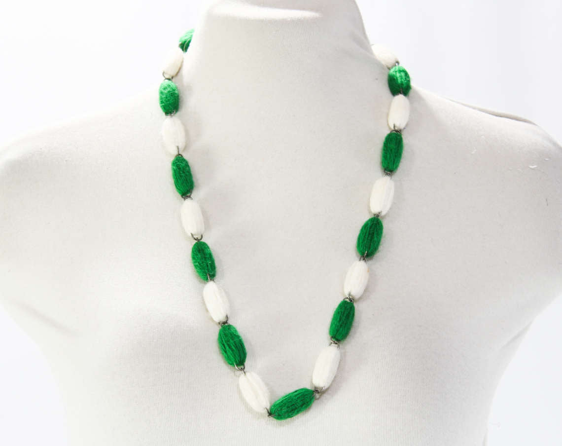 Vintage 1960/'s Green Bead Necklace