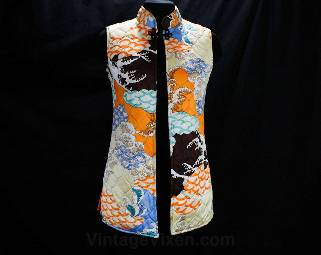 Size 0 Asian Vest - 1960s 70s Quilted Floral Sleeveless Tunic - Far East Scenic Waves Novelty Print - Mandarin Collar - Orange Blue Brown