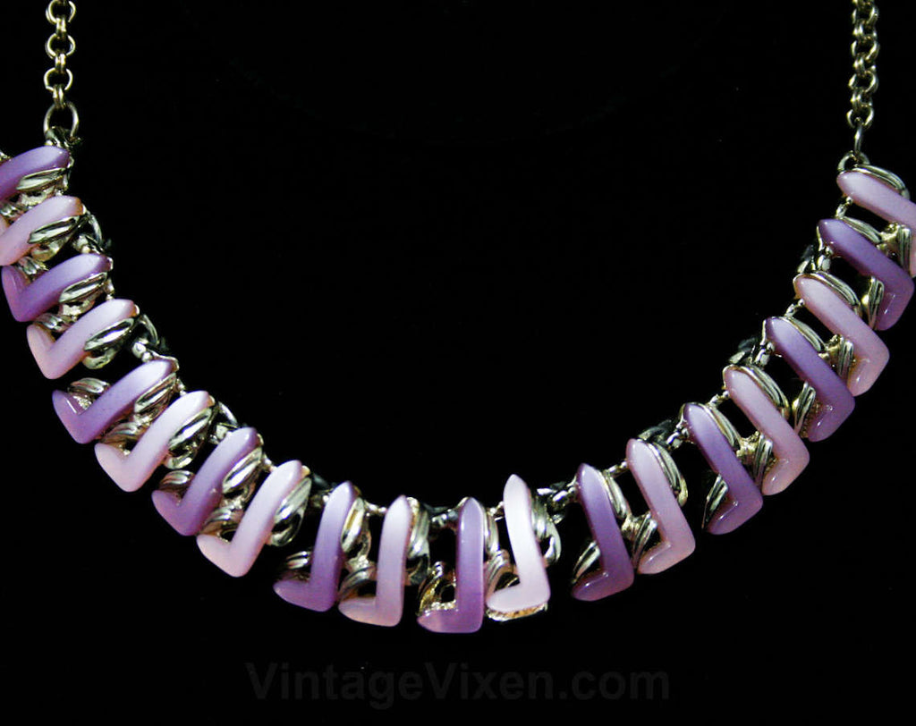 1950s Pastel Thermoset Centipede Necklace - Spring 50s Jewelry - Pink & Lavender Molded Plastic - Mid Century 50's Rockabilly Purple Lilac