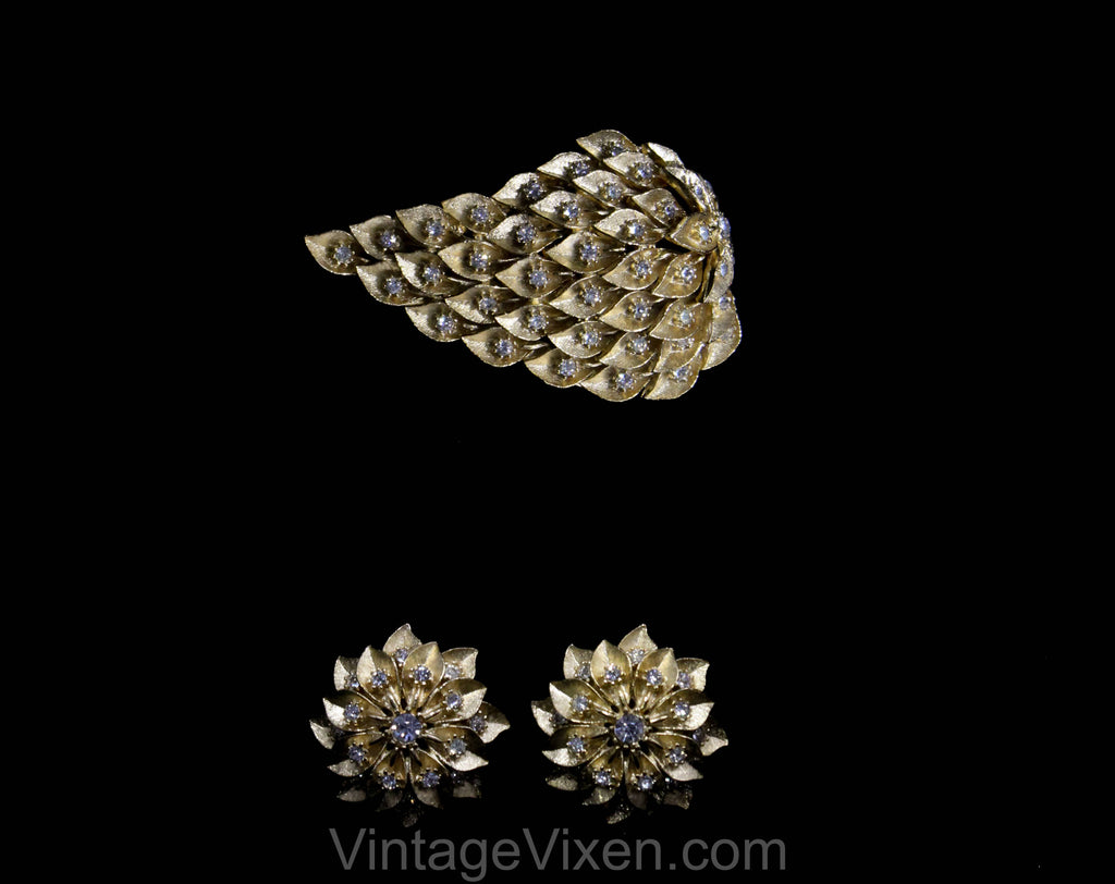 Flower Comet Brooch & Earrings - 1960s Gold Hue Pin Demi Parure by Amerique - Timeless Elegant 50s 60s Set with Rhinestones - 50583