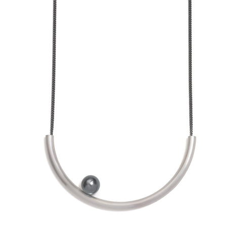 Perfect Curve Pearl Neckpiece