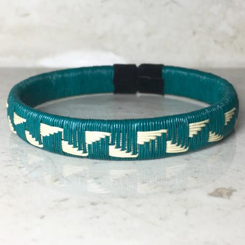Friendship Bracelet - Turquoise Seaside Cliff Design - Unique Handmade Gift