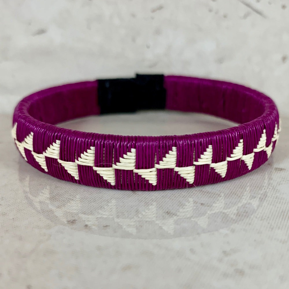 Friendship bracelet handmade colombia fair trade ethical sustainable jewelry bangle indigneous
