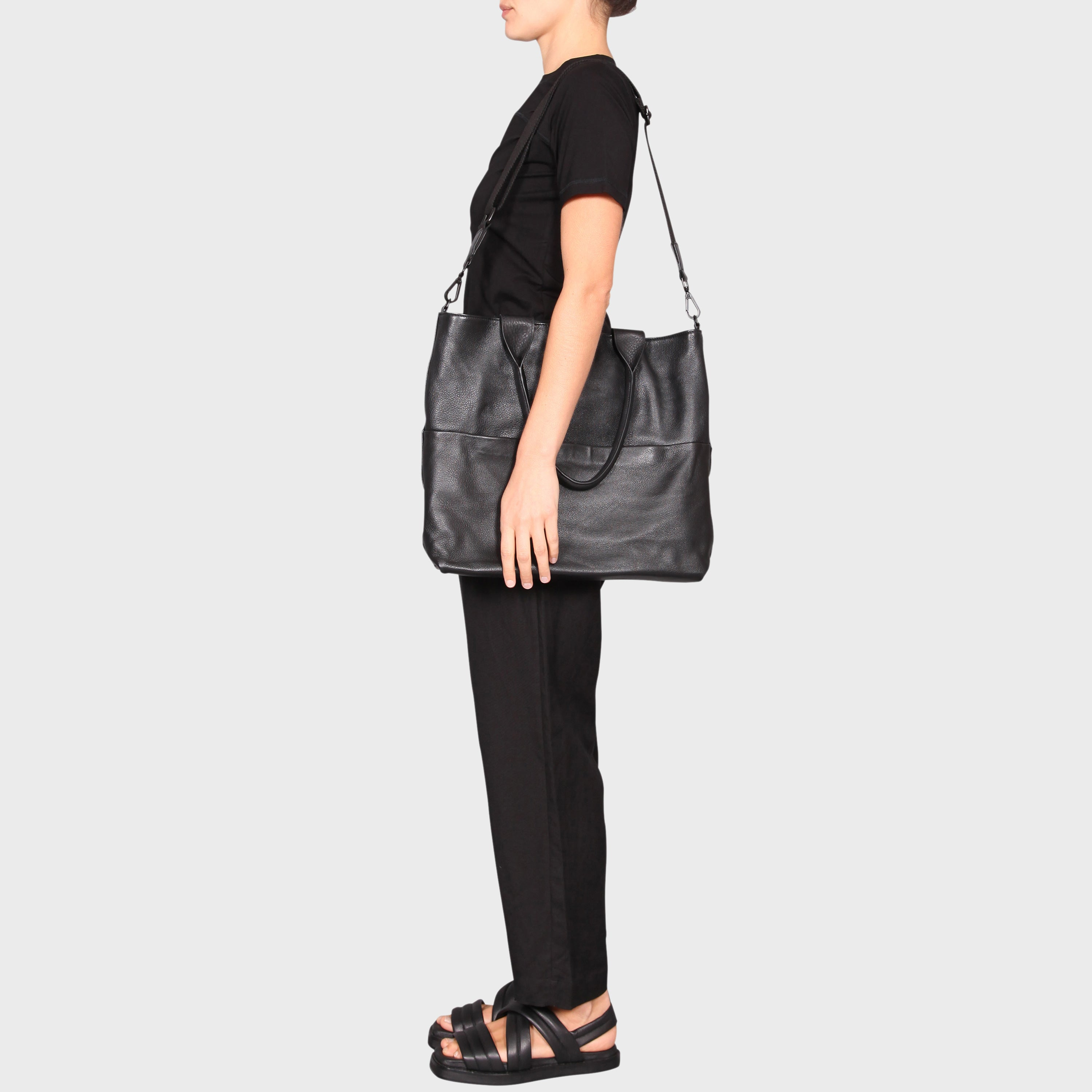 LOU BAG / BLACK
