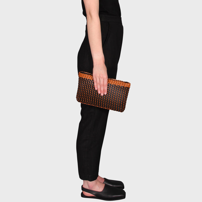 ERIKA CLUTCH / TAN-BLACK