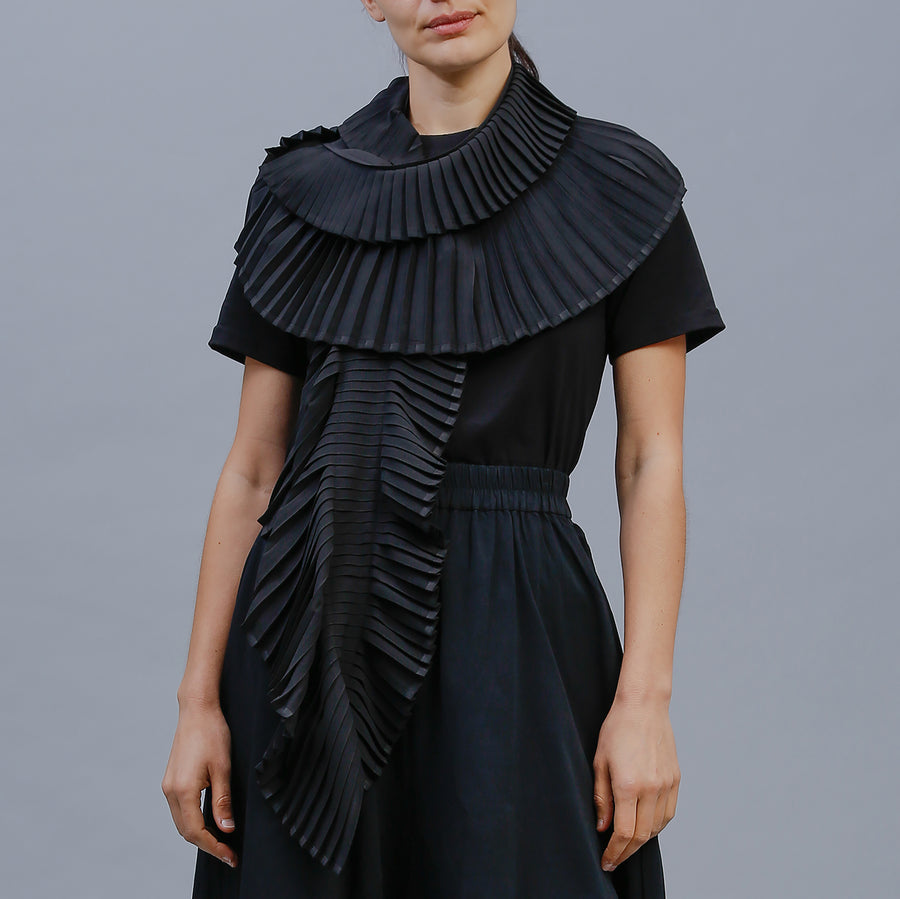 PLEAT SCARF / BLACK