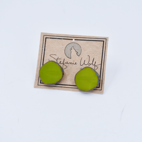 Glass Circle Stud Earrings in Avocado - Stefanie Wolf