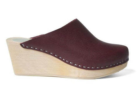 Leather Clogs in Rosso