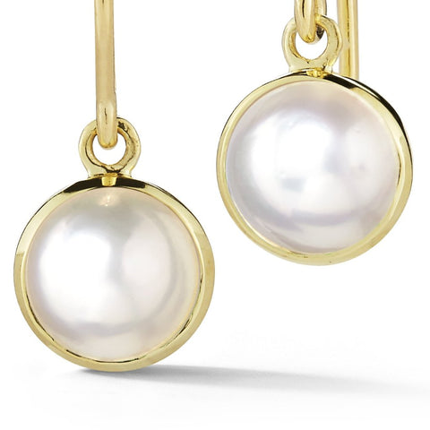 Sweet pearl drop earrings in yellow gold.