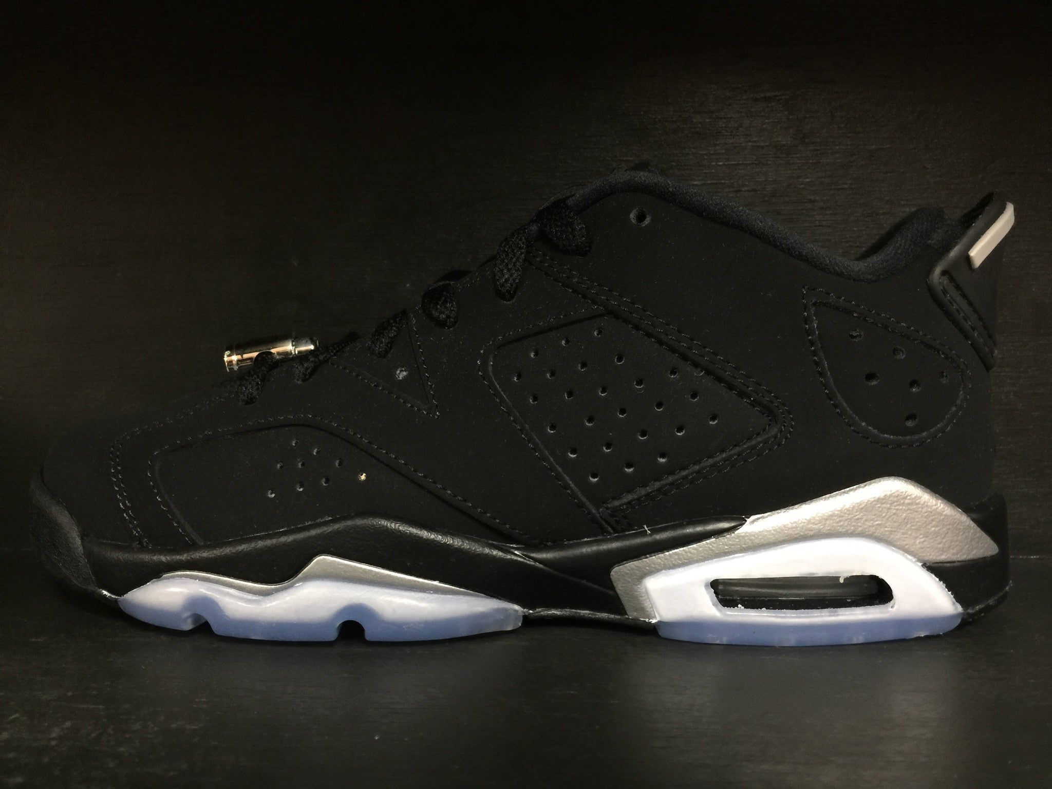 Air Jordan 6 Retro Low 'Chrome' Grade School