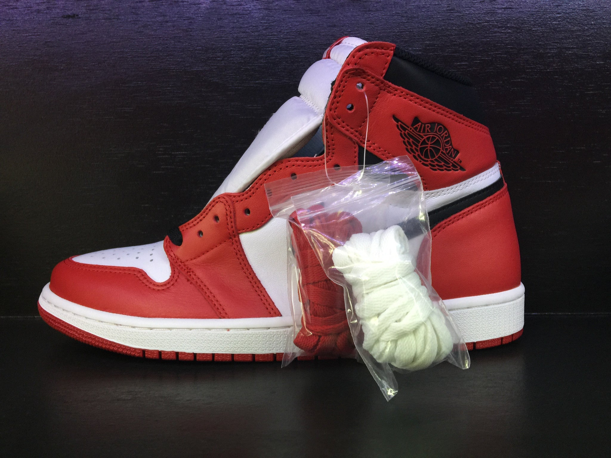 Air Jordan 1 Retro High OG 'Varsity Red' 'Chicago' Remastered