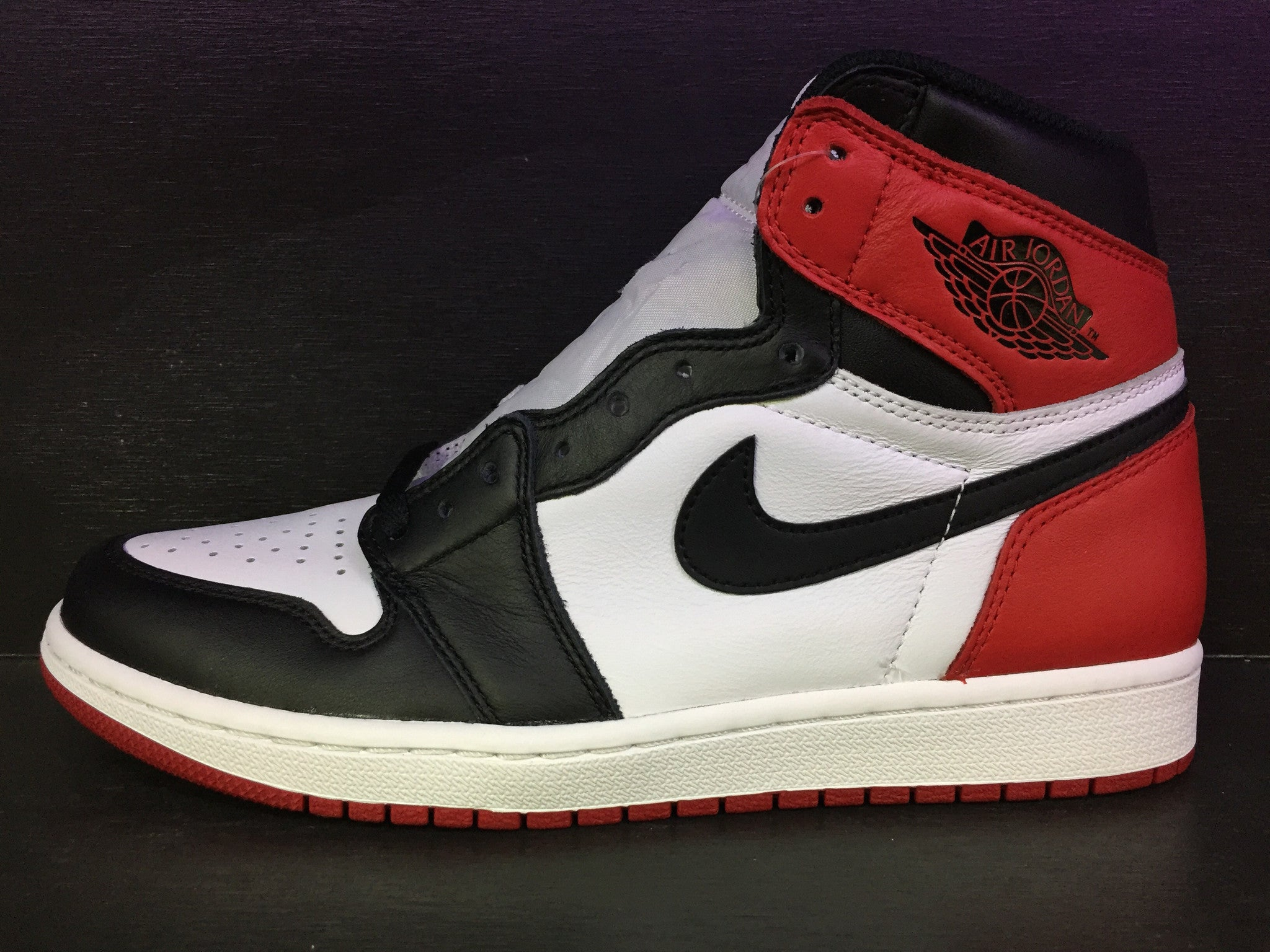 Air Jordan 1 Retro High OG 'Black Toe' 2016