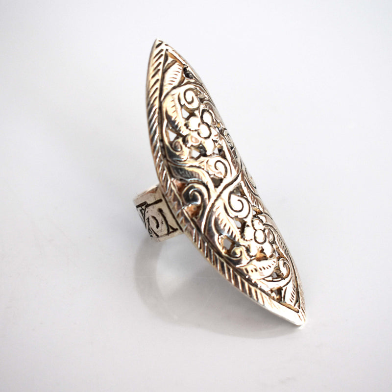 Silver floral carved shield ring - Mandara bags