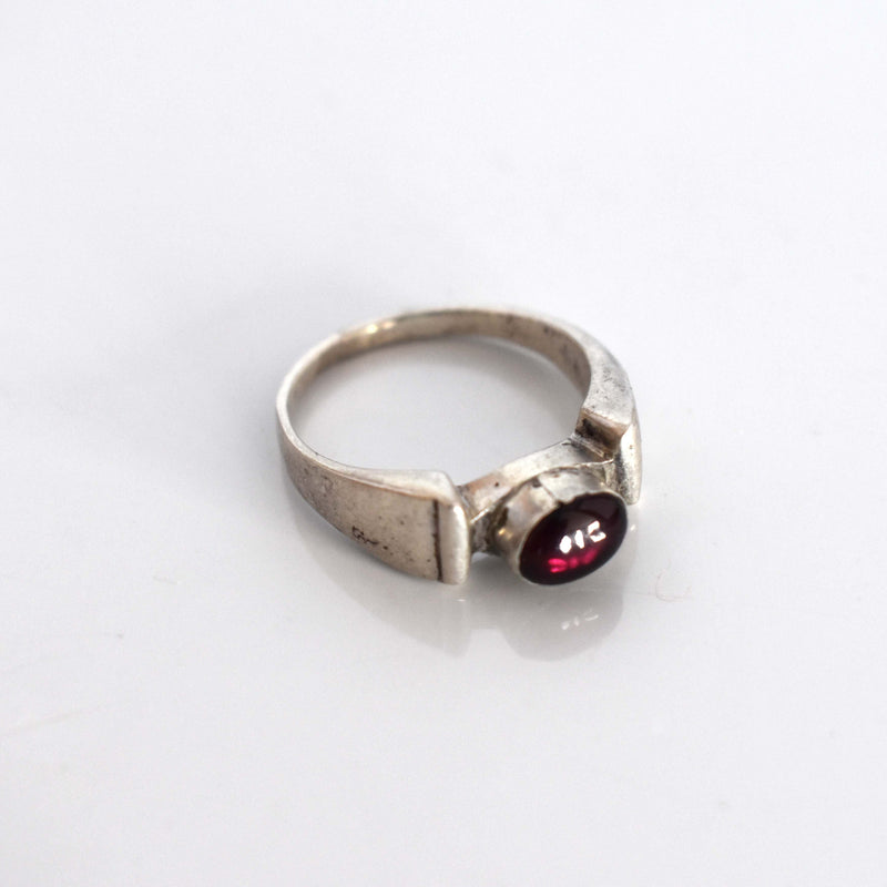 silver ring with garnet inset - Mandara bags