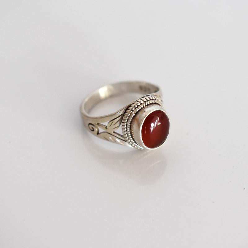 Silver ring with garnet large inset - Mandara bags