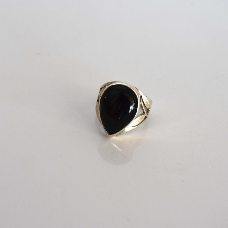 Silver ring with large onyx inset - Mandara bags