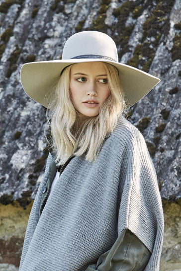 Women's wide brimmed hat in stone fur felt with grey rope band