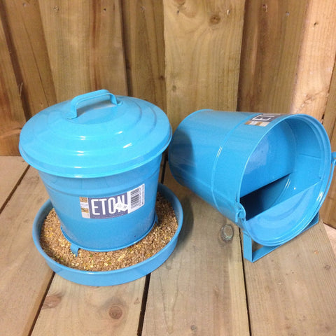 3kg Cottage Garden covered Feeder Blue