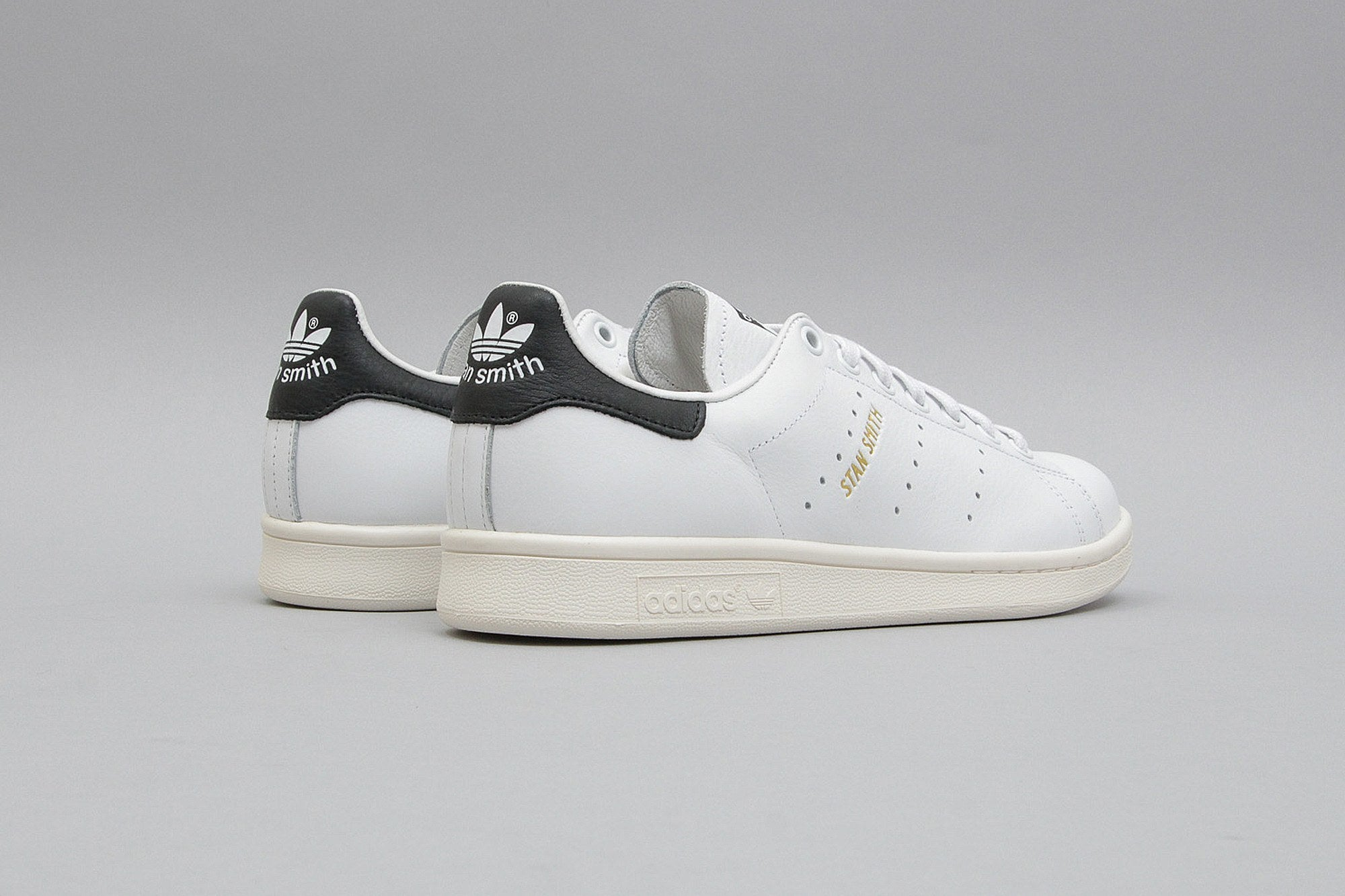 white adidas stan smith mens