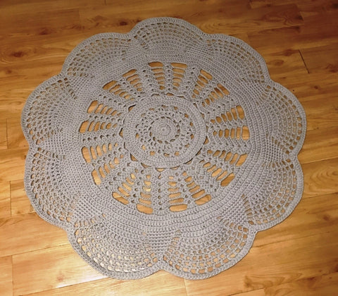 Kay's Crochet Giant Doily Rug in Light Grey/Tan 4' Rug
