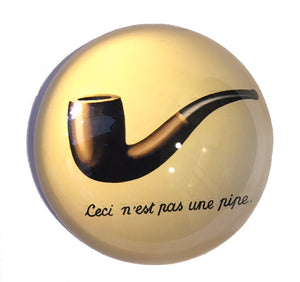 This is Not a Pipe Ceci n'est pas une pipe Surrealism Glass Dome Desk Paperweight by Magritte 3W
