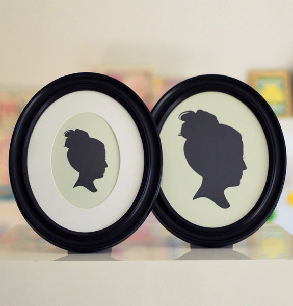 Classic Oval Black Silhouette Frame