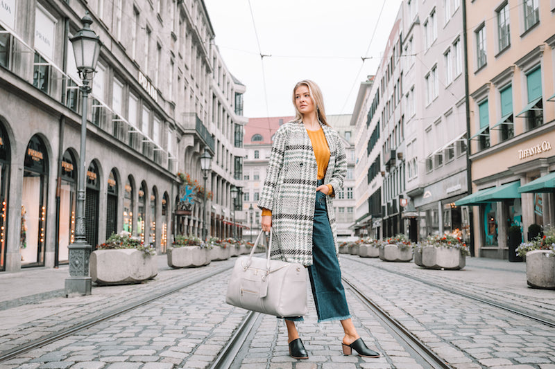 Fawn Design Munich Travel Guide - The Weekender Bag in Gray - Travel Collection