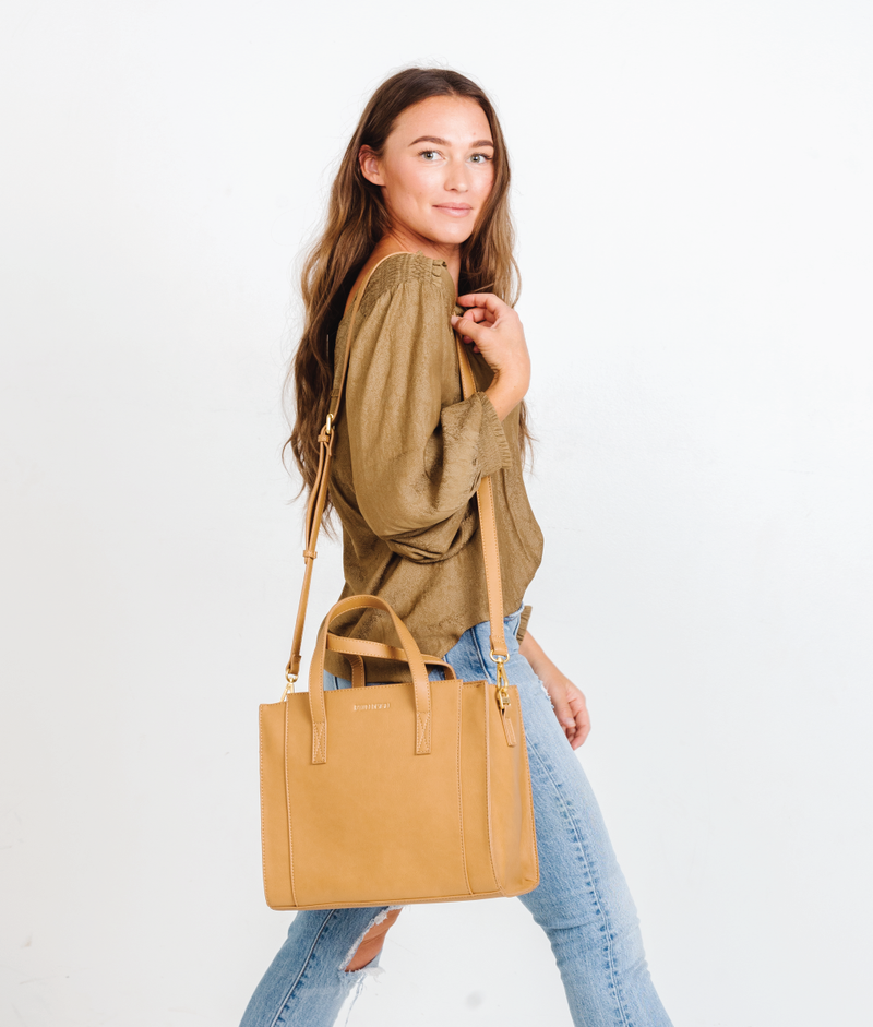 The Medium Carryall - Tan