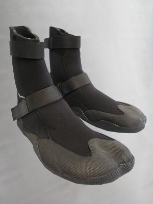 Bodyline 4mm Winter Internal Split Toe Bootie, keep yourself warm on the water this winter!
