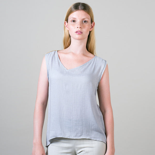 Asymmetric sleeveless in lightweight grey