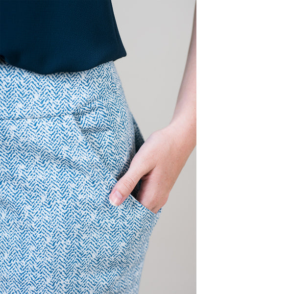 pocket skirt in blue pattern