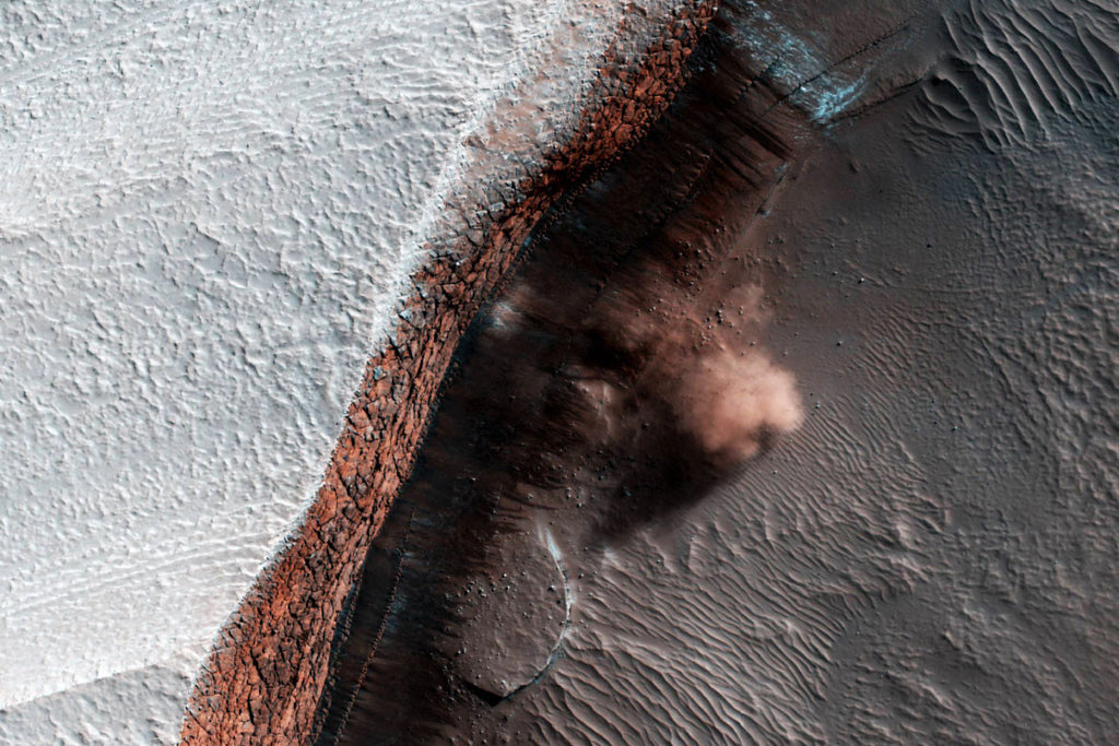 Mars - Avalanche in Action