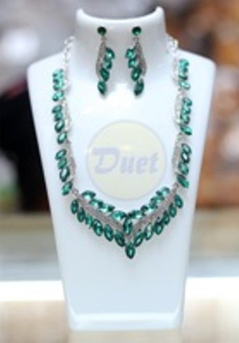 009 COLORED GREEN STONE SET