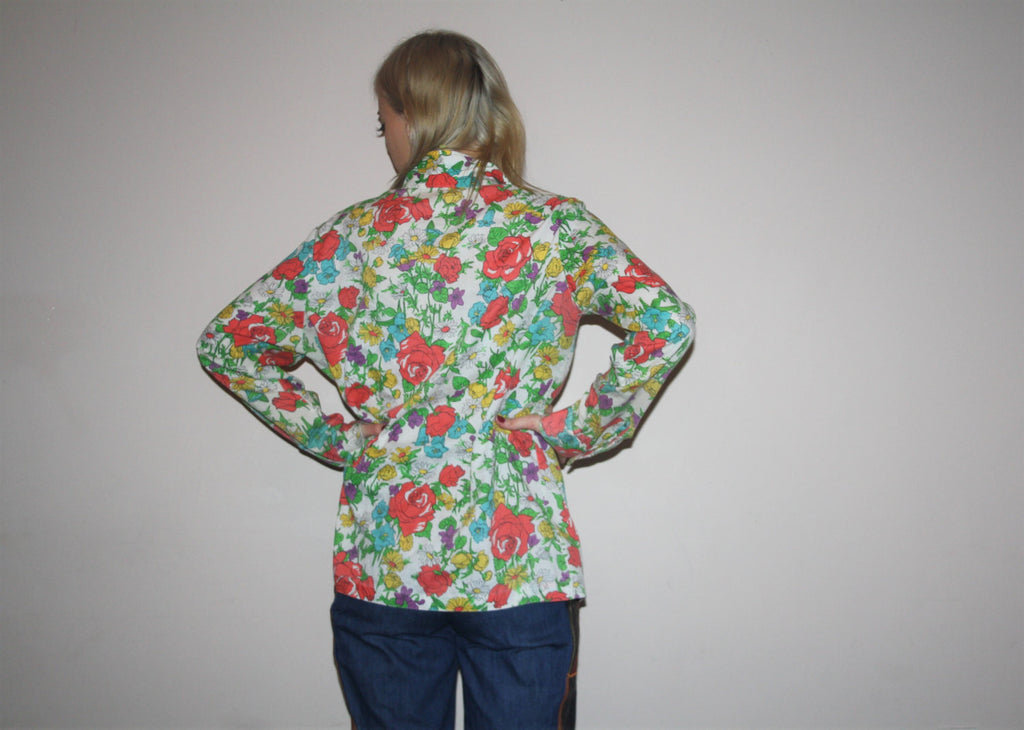 1970s Vintage Novelty Graphic Cherub Angel and Floral Flowers Pastel Cotal Button Up Blouse